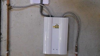Boiler and continuous-flow water heater